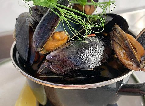 Moules, Frites & Fizz Night at the Elephants Head